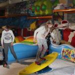 Fotografie 15. Zábavná atrakce snowbordové nebo surfové prkno