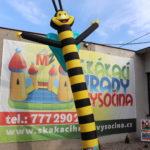Fotografie 7. Nafuk ovací tančící panák – včela